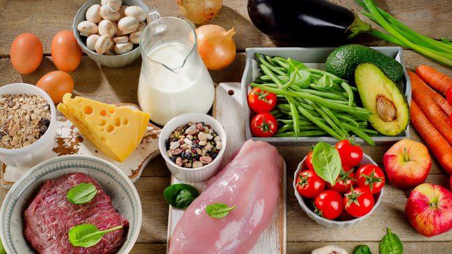 Если Вы обладаете первой группой крови, то в Вашем рационе должно быть как можно больше животного белка: мясо (кроме свинины), рыба и морепродукты. Кроме этого Вам подойдут овощи и фрукты без кислинки, а также зеленый или травяной чай
