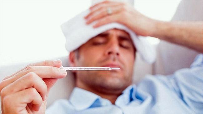 Токсическую форму дифтерии чаще всего диагностируют у взрослых, при которой температура повышается до 41 градуса