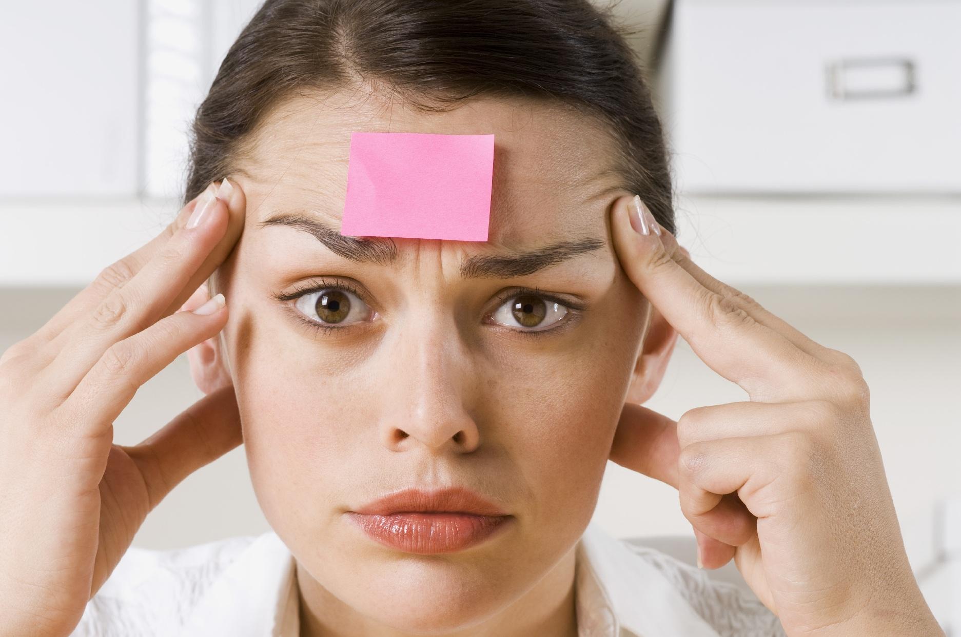 Забывчивость может возникнуть по разным причинам, к примеру из-за вредных привычек или стресса