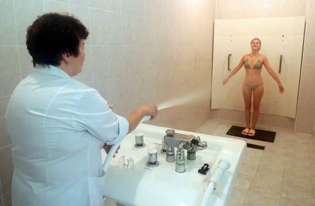 Женщинам, посещающим различные фитнес-клубы, можно регулярно принимать этот душ после тренировок, 2-3 раза в неделю – это не только улучшит самочувствие и фигуру, но также позволит повысить работоспособность, и добиться успеха в профессиональной деятельности