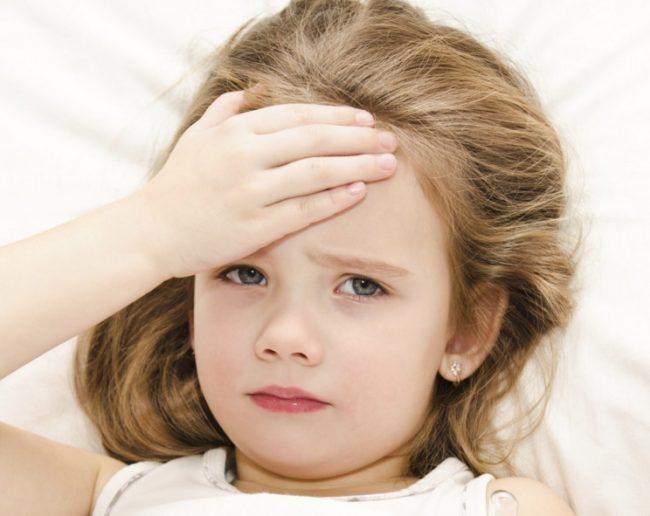 Повышенная температура у ребенка без симптомов может указывать на проблемы с почками. Это происходит примерно в следующем порядке: температура тела малыша довольно длительное время держится повышенной, примерно 37 градусов. Затем начинаются резкие температурные скачки - уже к 38-39 градусам