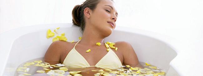 Ванны с ароматическими маслами имеют расслабляющий, лечебный и косметологический эффект