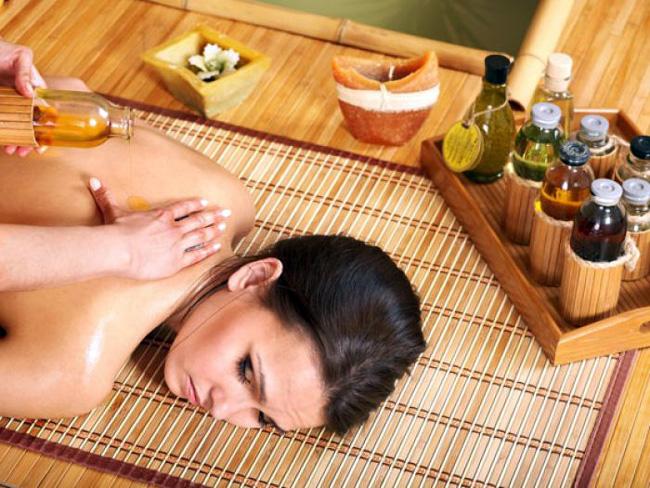 Массаж с ароматическими маслами поможет избавться от многих проблем со здровьем