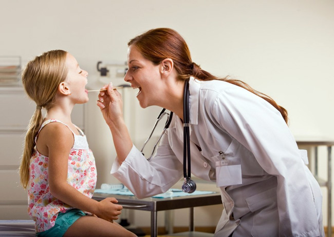 Основываясь на результатах обследования, специалис определяет как лечить ребенка