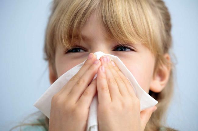 Насморк, сухой кашель, резкая потеря веса - частые симптомы повышенного показателя эозинофильных лейкоцитов