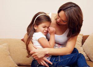 Главное во время приступа - это свести нервы на нет и трезво смотреть на ситуацию, т.к. правильно оказанная помощь может спасти ребенку жизнь.