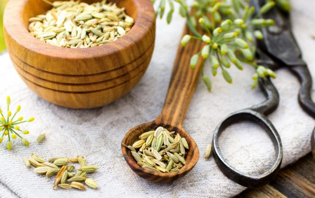 Следует отказаться от употребления травы тем людям, у которых существует индивидуальная непереносимость на лечебный укроп