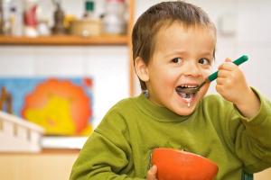 Хорошие родители знают, что для полноценного роста и развития ребенок должен получать достаточное количество фолиевой кислоты вместе с продуктами питания