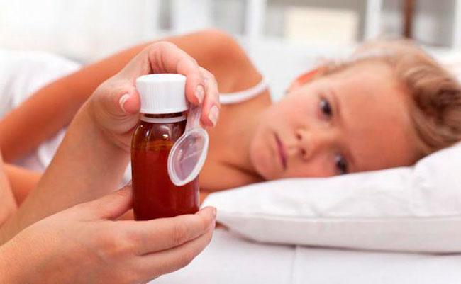 В случае появления аллергической реакции у ребенка от приема отхаркивающего средства от кашля следует отказаться
