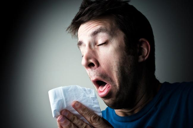 Часто, в период массовых обострений сезонных заболеваний, у многих людей возникает герпес на губе