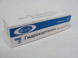 Мазь на основе гидрокортизона - это гормональное средство, которое можно использовать только после консультации с врачом