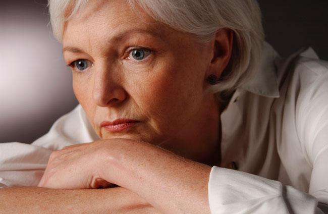 Во время возрастного угасания функций яичников в женском организме происходит сильнейшая гормональная перестройка, постепенное истощение яичников и уменьшение количества овуляторных циклов в ослабленном организме зачастую приводит к дисбалансу гормонов