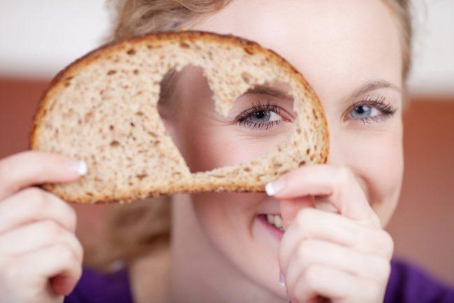 ЛЕсли после потребления продуктов с высоким содержанием глютена вы плохо себя чувствуете, у вас болит живот и появляется общая слабость – сходите к гастроэнтерологу