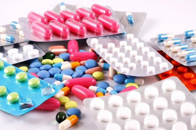 При гонорее назначают антибактериальные препараты пенициллинового, цефалоспоринового и тетрациклинового ряда
