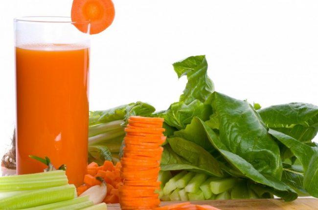 Морковный сок – содержит пектиновые вещества, которые очищают кишечник и нормализуют пищеварение, богат бета-каротинами, необходимыми для синтеза витаминов, имеет в составе биофлавоноиды, которые предотвращают жировое перерождение печени