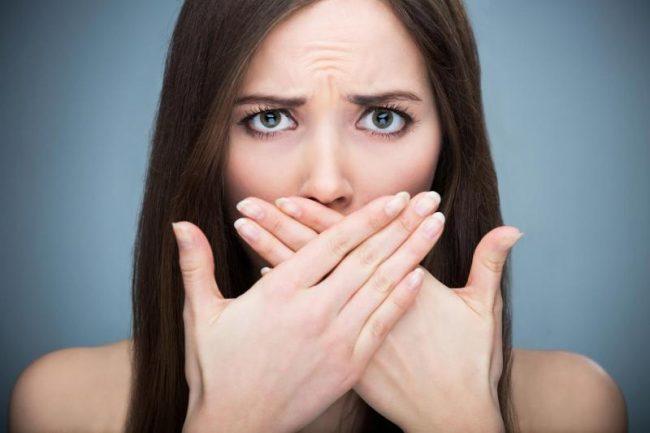 Если симптом беспокоит после употребления жирной и острой пищи, особенно при переедании, наверняка, есть заболевание желчных протоков, печени, желчного пузыря