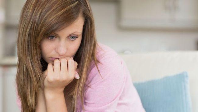 Аменорея - один из главных признаков гормонального сбоя
