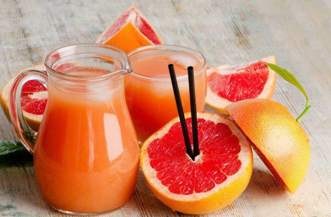 Особенно полезен грейпфрут при отсутствии аппетита, так как сок этого цитруса способен его возбуждать. Показан сок грейпфрута и людям с пониженной кислотностью