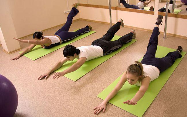 Упражнения для снижения болевых ощущений назначаются специалистом