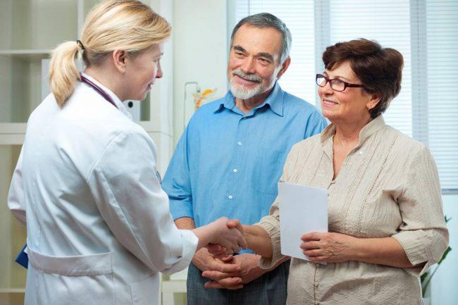 Проведение ультразвукового исследования щитовидной железы. Оно необходимо в том случае, если врач-эндокринолог не проводит УЗИ сам. В тех случаях, когда УЗИ щитовидной железы проводится прямо во время консультации эндокринолога, для обследования достаточно анализа крови