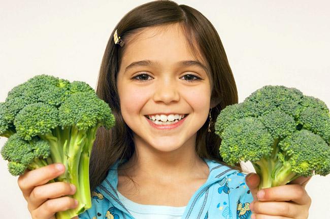 Сбалансированное питание, насыщенное витаминами и микроэлементами - важнейший элемент укрепления иммунитета ребенка