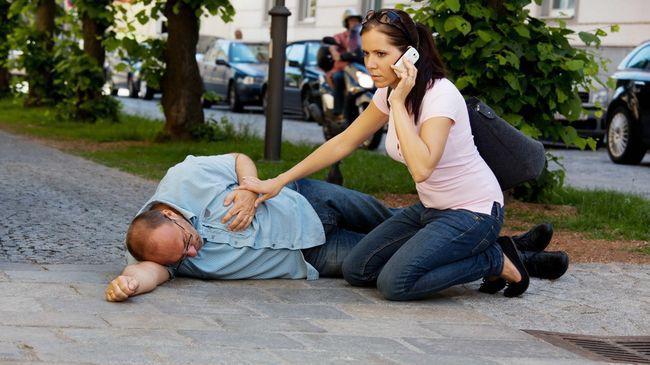 Если у человека случился инфаркт миокарда, ему необходимо срочно оказать первую помощь