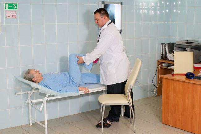 Для восстановления полноценных движений после инсульта человеку необходимо пройти курс ЛФК