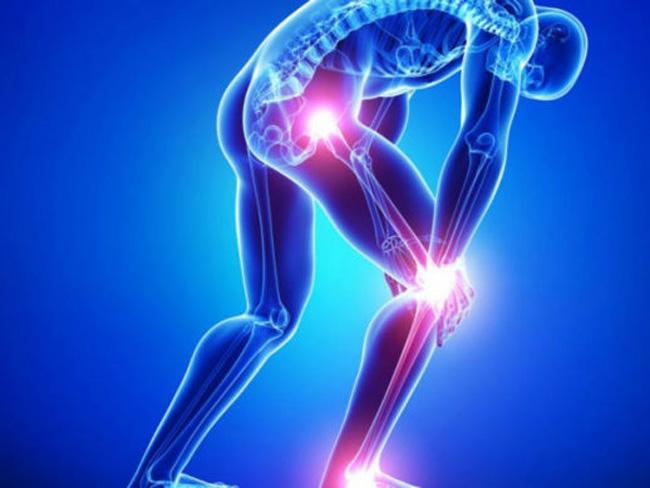 Обычно, при воспалении седалищного нерва, больного беспокоит боль только в одном из них, локализуясь в ягодице, сзади бедра, сзади колена по икре, доходя до стопы