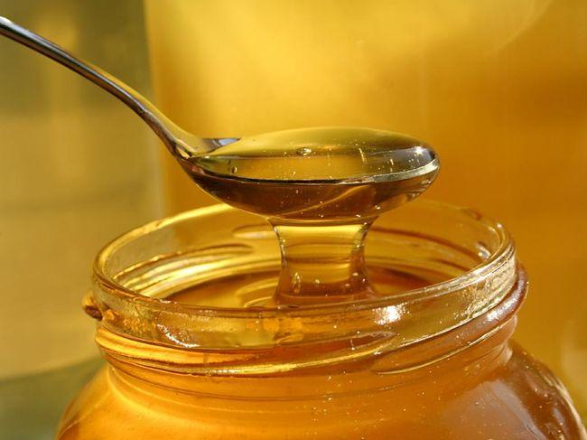 Мед хорошо успокаивает воспаленную слизистую