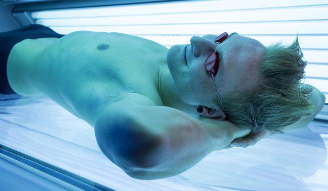Мужчины, которые испытывают стресс на работе или дома, могут посетить солярий, потому что после сеанса загара в организме вырабатывается большое количество эндорфинов, которые дарят чувство радости и эйфории
