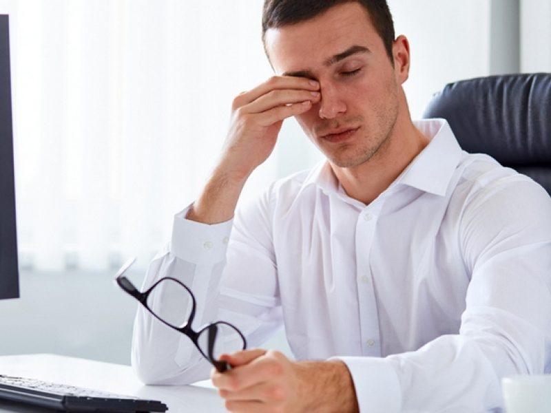 Проблемы с глазами возникают не только по причине обильного времяпровождения на компьютером, смартфоном и тому подобным, но и из-за аллергии и просто вредной работы (сварка, какие-то токсичные предприятия и тому подобное).