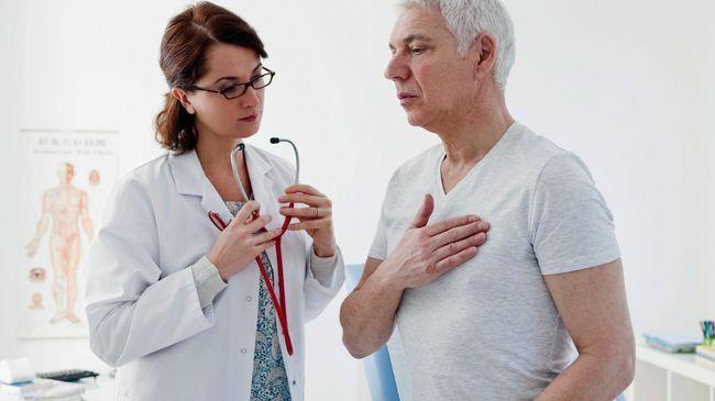 При первых симптомах кашля при сердечной недостаточности необходимо обратиться к врачу