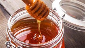 Несмотря на безвредность лечения медом различных заболеваний, настоятельно рекомендуем проконсультироваться со специалистом перед приготовлением и употреблением лечебной смеси