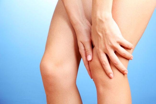Один из главных симптомов кисты Беккера - трудности в сгибании и разгибании колена