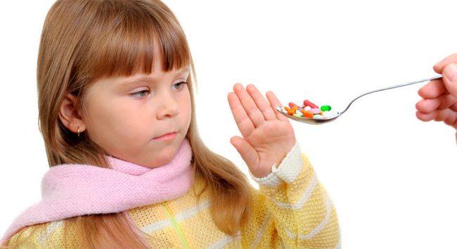 При появлении температуры главное - не паниковать и понять, что победить температуру в большинстве случаев можно и в домашних условиях, избавив ребенка от переживаний из-за посещения врача