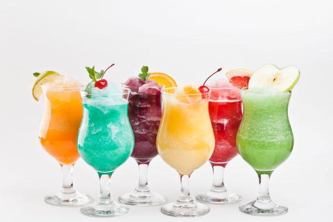 Домашние коктейли для похудения содержат полезные свежие ягоды, фрукты или овощи, что дает больше витаминов и полезных веществ, а значит, больше бодрости и энергии, причем на длительный срок, чего лишены готовые коктейли