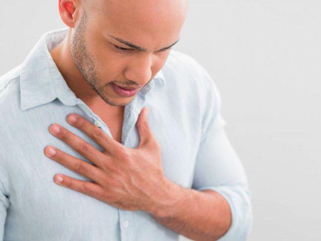 Нарушение иннервации глотки, что приводит к ощущению кома в горле, происходит под воздействием стрессов, истерии, панических атак, увеличивающих нагрузки на центральную нервную систему