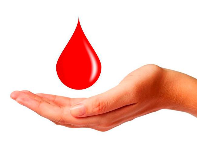 При первом же обнаружении крови в стуле вне зависимости от ее количества, следует немедленно обратиться к врачу для диагностики и выяснения причины