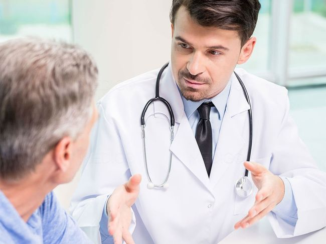 Самолечение при появление кровь в моче строго не рекомендуется. Необходимо обратиться к врачу.