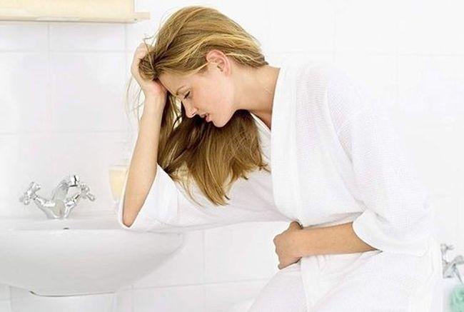 Воспалительные процессы нарушают целостность сосудов, что приводит к появлению крови в урине.