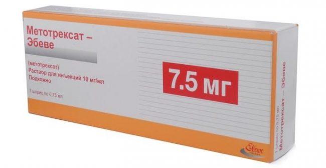 Применение ацетилсалициловой кислоты и метотрексата в дозах 15 мг/неделю и более повышает гематологическую токсичность метотрексата (снижение почечного клиренса метотрексата противовоспалительными агентами и вытеснениесалицилатамиметотрексата из связи с протеинами плазмы крови)