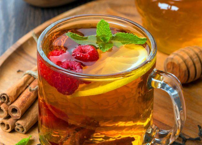 Малина – чудный антистрессовый продукт. Напитки из этой ягоды рекомендуется пить при неврозах, депрессиях, для улучшения сна