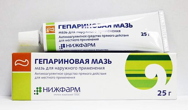 Гепариновая мазь – назначают при травмах, поверхностном тромбофлебите конечностей и для лечения тромбоза геморроидальных вен
