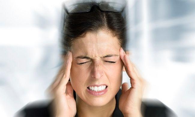 При мигрень боль может увеличиваться при резких движениях