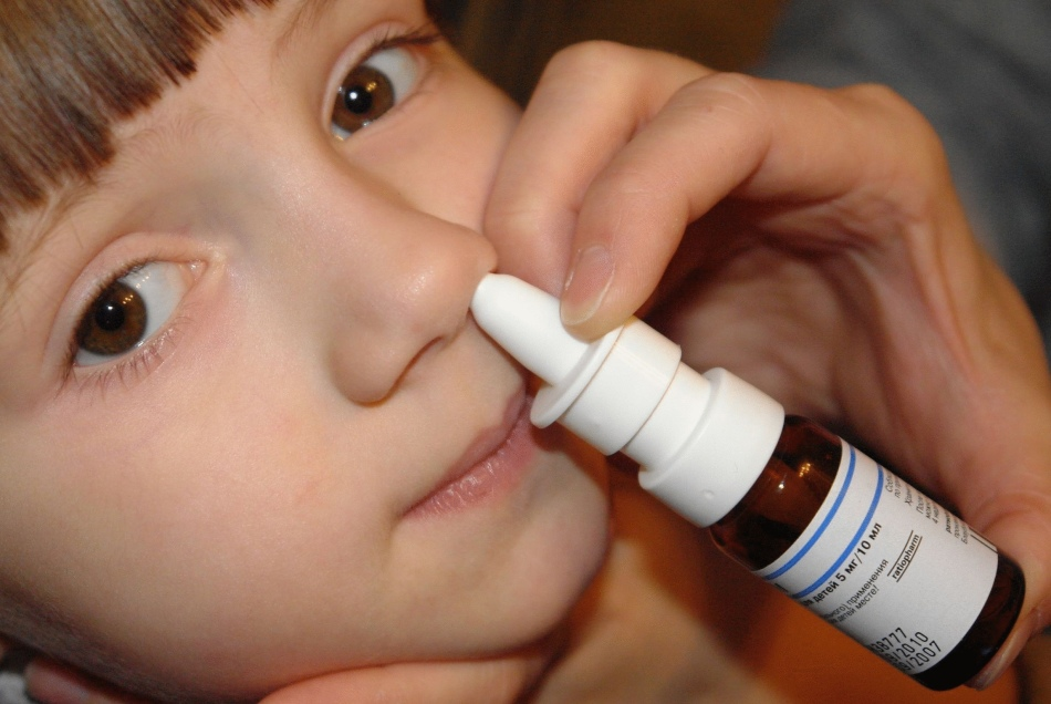 Мирамистин имеет широкий круг применения, но чаще всего используется для обеззараживания ран и при ринитах.