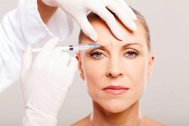 Большинство косметологических салонов используют ботулинический токсин типа А, который при введении в мышцы блокирует выделение ацетилхолина