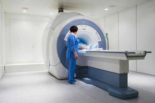 МРТ шейного отдела в точности покажет остеохондроз и более серьезные заболевания.