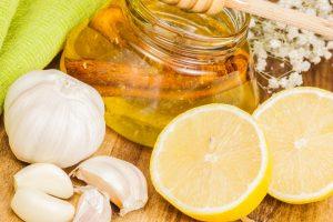 Мед, чеснок, лимоны - первые помощники в лечение насморка в домашних условиях