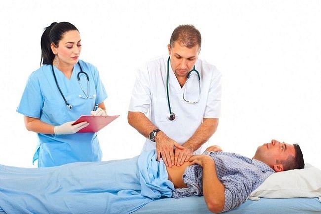 Гастроэнтеролог может поставить диагноз и назначить правильное лечение