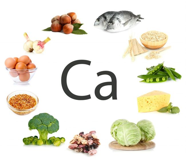 Кальций входит в множество продуктов, к примеру, в рыбу и капусту